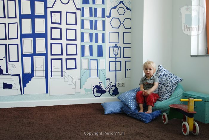 impression room with delft blue city facade wallpaper